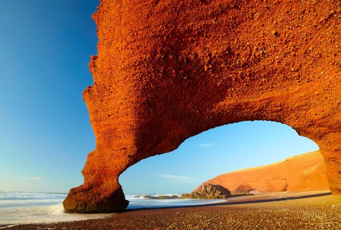 Vinylová fototapeta Červené oblouky na atlantském pobřeží oceánu. Maroko - Vinylová fototapeta