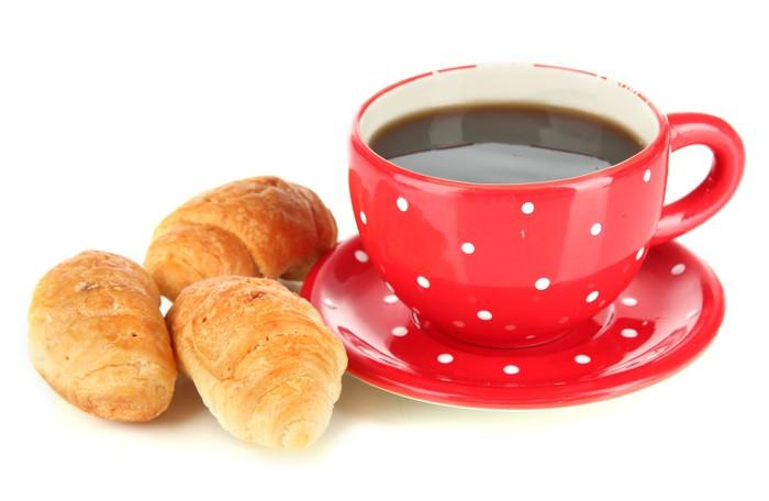 Vinylová Tapeta Chutné croissanty a šálek kávy na bílém - Jídla