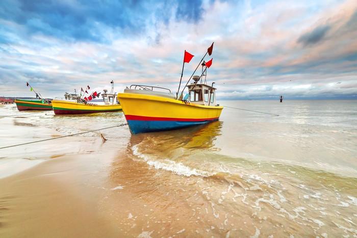 Vinylová Tapeta Rybářské lodě na pláži Baltského moře v Polsku - Témata