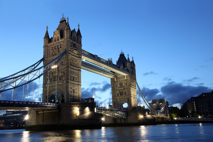 Vinylová Tapeta Slavná a krásná večerní pohled na Tower Bridge, Londýn, Velká Británie - Témata