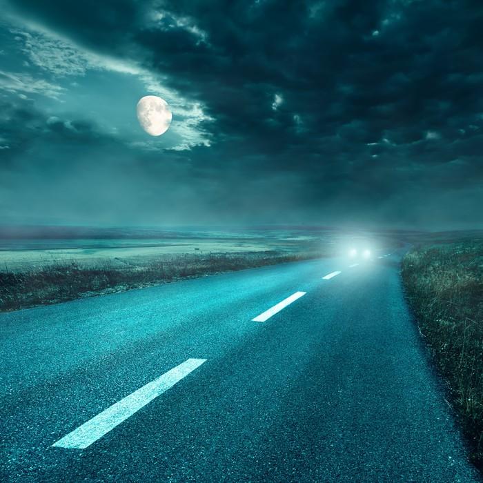Vinylová Tapeta Jízda na asfaltové silnici v noci na světlomety - Nebe