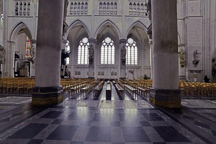 Fotobehang interieur van de sint rombout kerk mechelen for Interieur mechelen