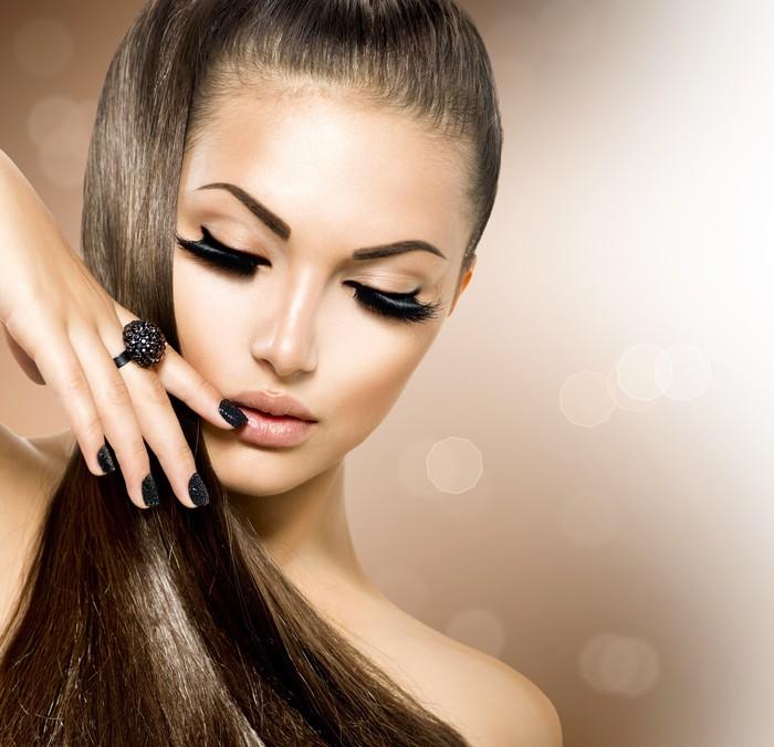 Vinylová Tapeta Krása Modelka dívka s dlouhými hnědými vlasy zdravé - Móda