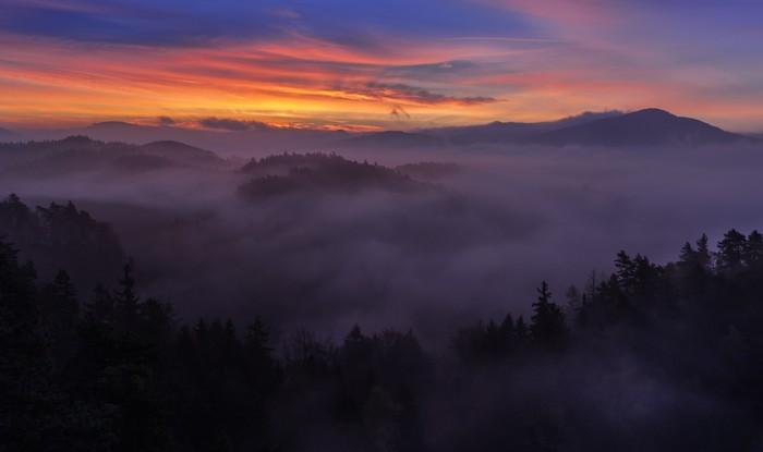 Vinylová Tapeta Misty Morning v Szech Švýcarsku - Hory