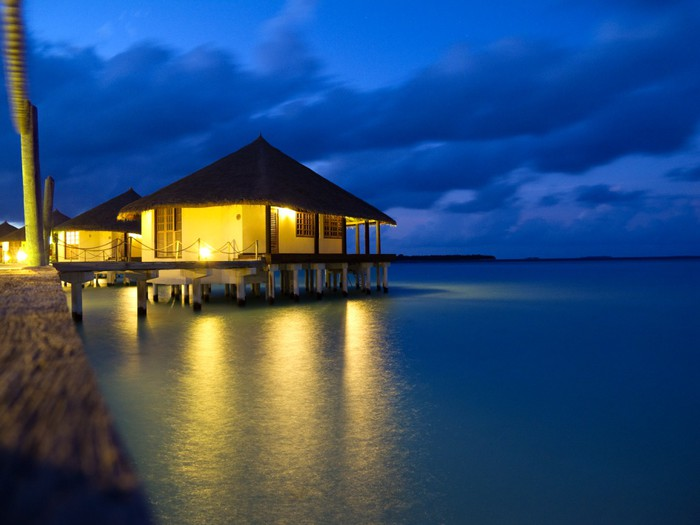 Fotomural bungalows sobre el agua en la isla tropical for Bungalows sobre el agua en mexico