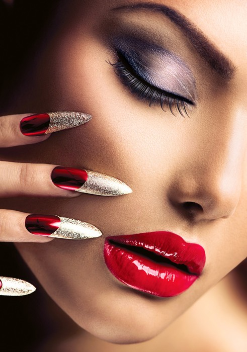 Fashion Beauty Model Girl. Manicure and Make-up. Nail art Laptop ...