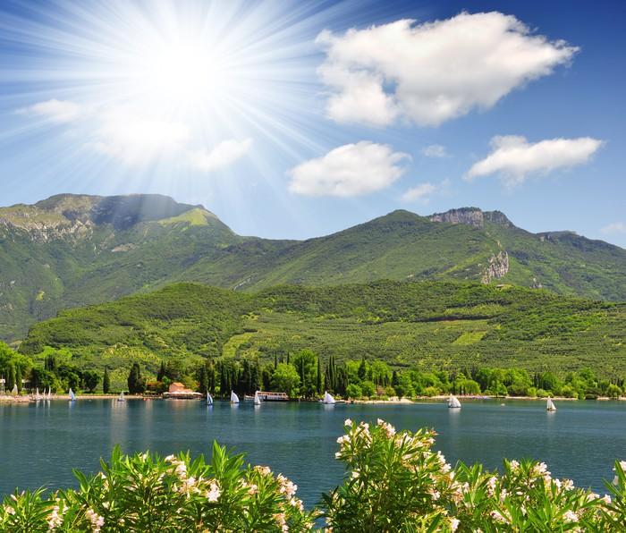 Vinylová Tapeta Lago di Garda, největší jezero v Itálii, severní Itálie - Evropa