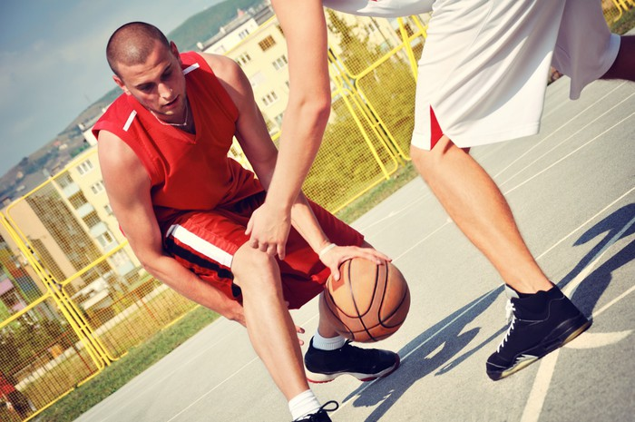 would you play on the court There are five players per team in a basketball game and each player plays a specific position on court each position can be thought of as a role, although these roles can be a hybrid when each player is required to play two or more positions at one time.