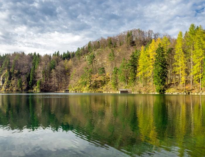 Vinylová Tapeta Malebný výhled na jezero - Roční období
