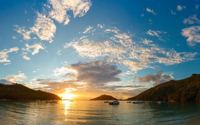 Vinylová Tapeta Západ slunce na pobřeží ostrova Mahé - Voda