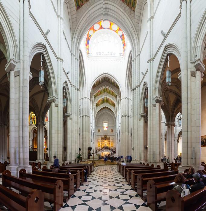 Vinylová Tapeta Vnitřní pohled na katedrálu Almudena - Evropská města