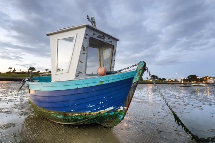 Vinylová Tapeta Modrá Fishing Boat at Dawn - Evropa