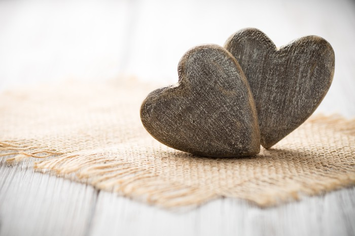 Rustic Heart Vinyl Wallpaper