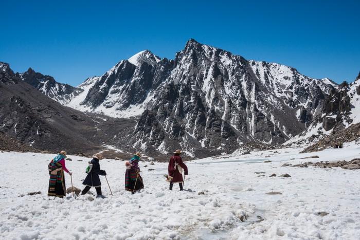 Vinylová Tapeta Buddhističtí poutníci jdou koru kolem Mt. Kailash - Témata