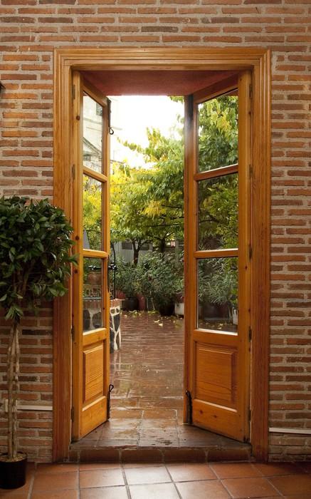 fototapeta otworzy�a drzwi do ogrodu z pokoju � pixers