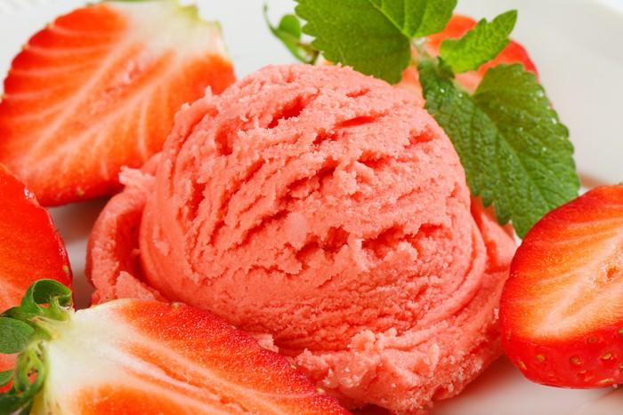 Vinylová Tapeta Jahodový zmrzlinový - Sladkosti a dezerty