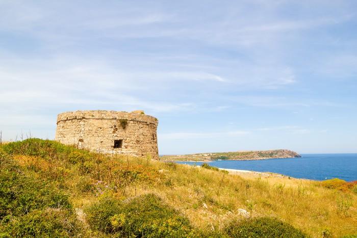 Vinylová Tapeta Torre d'en Penjat zanedbané pevnost scenérie na Menorce - Evropa