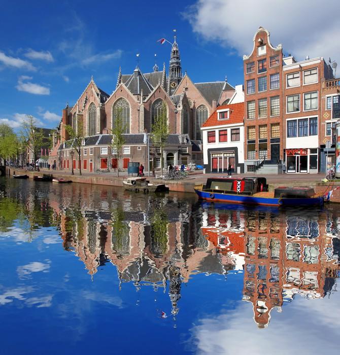 fototapete amsterdam stadt mit boot am kanal in holland pixers wir leben um zu ver ndern. Black Bedroom Furniture Sets. Home Design Ideas