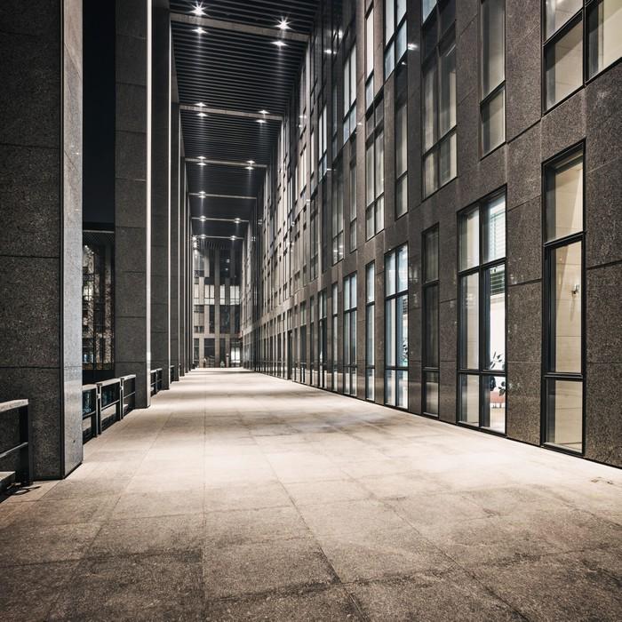 Carta da parati corridoio di ufficio moderno edificio for Carta da parati per ufficio