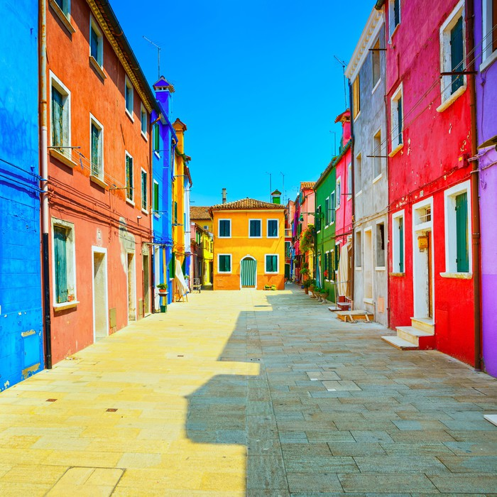 papier peint venise rep re rue le de burano maisons color es italie pixers nous vivons. Black Bedroom Furniture Sets. Home Design Ideas