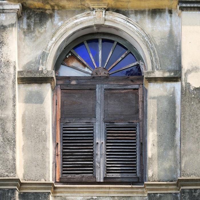 Carta da parati vecchia finestra in legno pixers for Finestra vecchia
