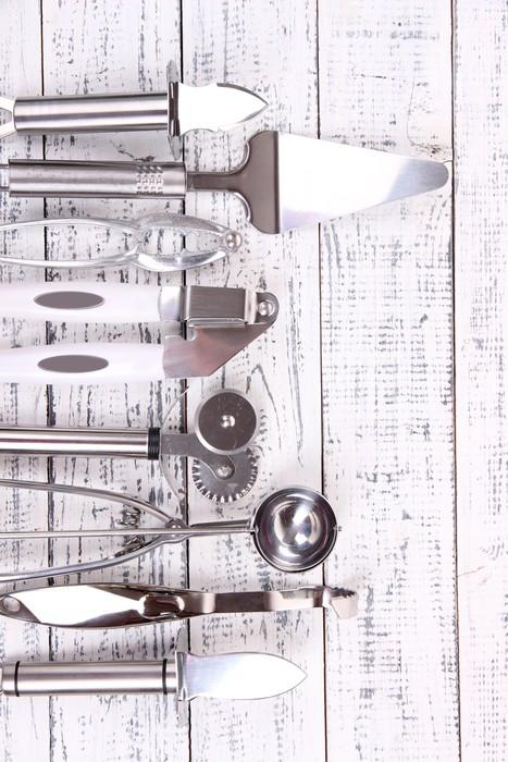 Vinylová Tapeta Kovové kuchyňské nádobí na stůl close-up - Témata