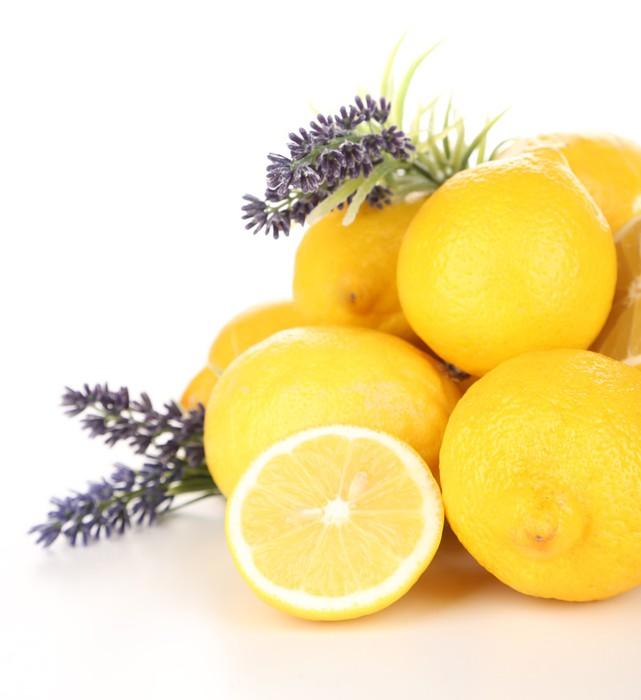 Vinylová Tapeta Zátiší s čerstvých citronů a levandule, izolovaných na bílém - Ovoce