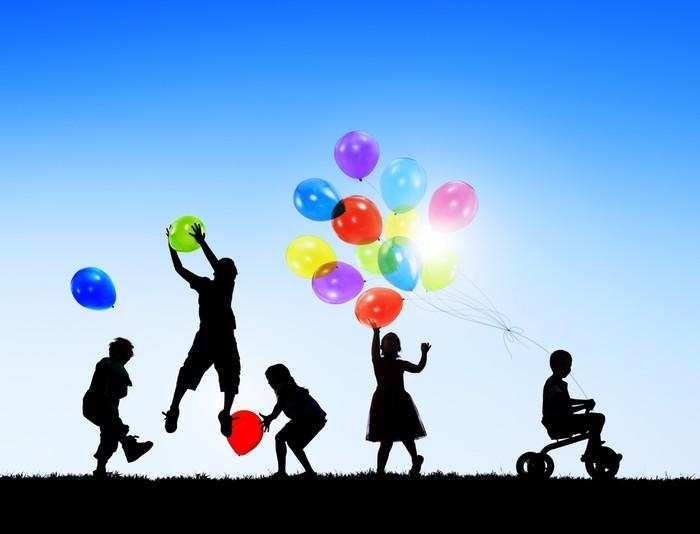 Fotobehang silhouetten van vrolijk spelende kinderen - Schattenbilder kinder ...