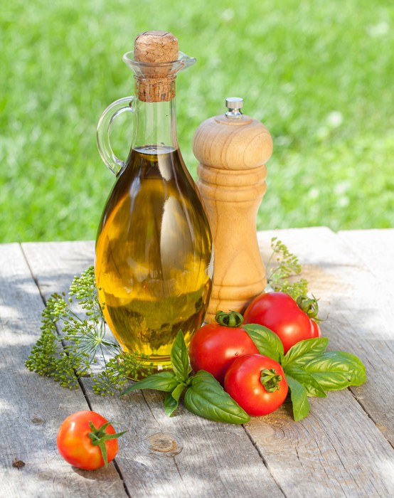Vinylová Tapeta Olivový olej láhev, pepřenka, rajčata a bylinky - Témata