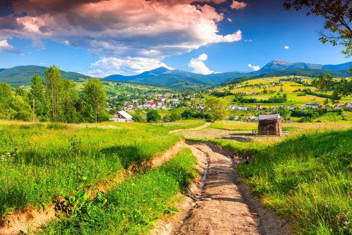 Carta da parati bellissimo paesaggio estivo nel villaggio for Carta da parati per casa in montagna