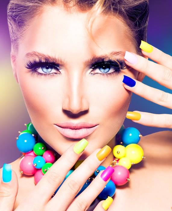 Vinylová Tapeta Módní krása modelu dívka s barevnými nehty - Témata