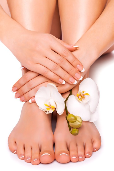 Vinylová fototapeta Ženský pěstěné ruce a Pedicured nohy s květ orchideje - Vinylová fototapeta