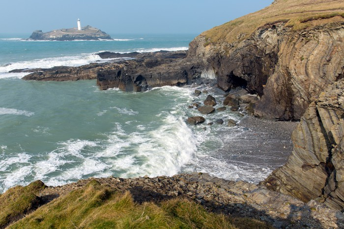 Godrevy Lighthouse and Rough Seas, Cornwall, England загрузить