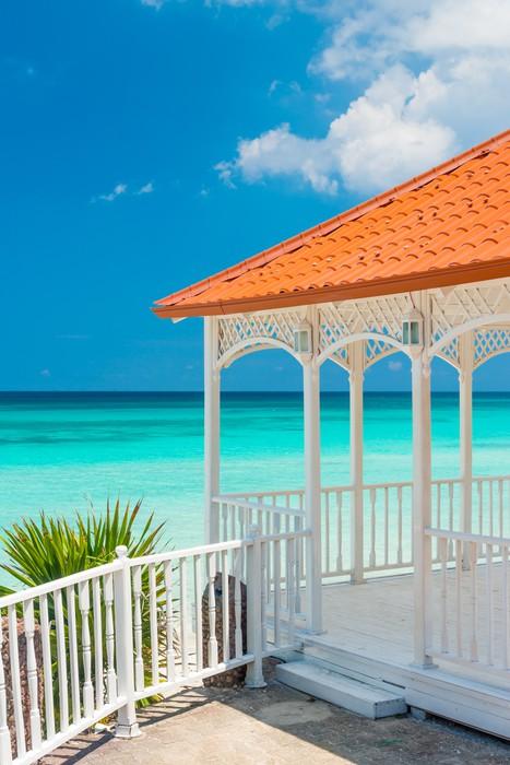 Vinylová Tapeta Krásná dřevěná terasa vedle pláže na Kubě - Témata