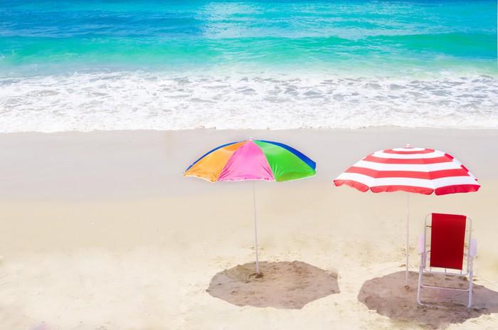 Carta da parati ombrellone e sedia in riva al mare for Carta da parati casa al mare