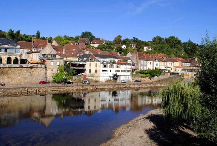 Vinylová Tapeta River Vezere v tržní města Le Bugue, Francie - Evropa
