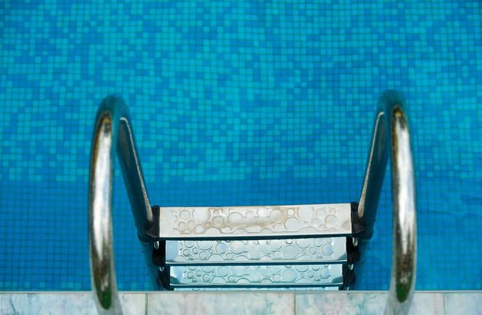 Vinylová Tapeta Schody v bazénu - Život