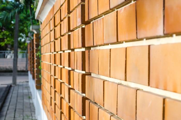Vinylová Tapeta Oranžová cihlová zeď perspektivní pohled - Město
