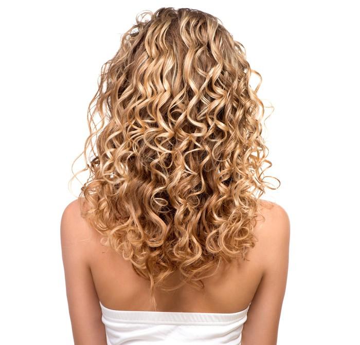 Kauneus tyttö blondi permed hiukset. takapuoli Vinyyli valokuvatapetti 0f3e454886