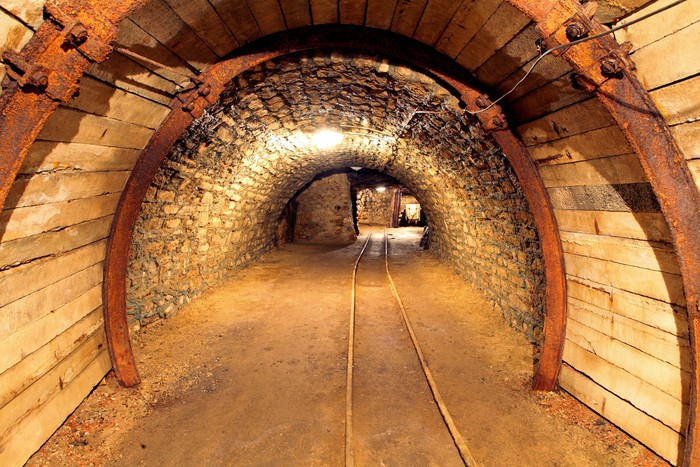 Nálepka Pixerstick Podzemní štoly, těžební průmysl - Témata
