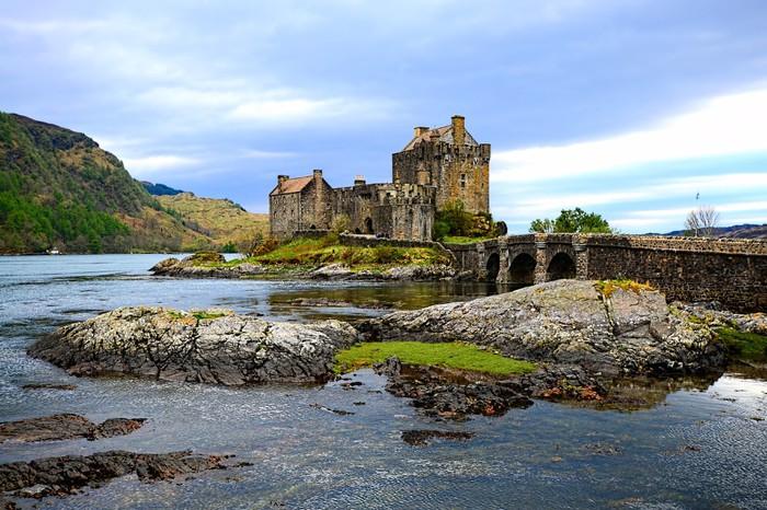 Vinylová Tapeta Kultovní Eilean Donan Castle nastavit v jezer Skotska - Hrady a zámky