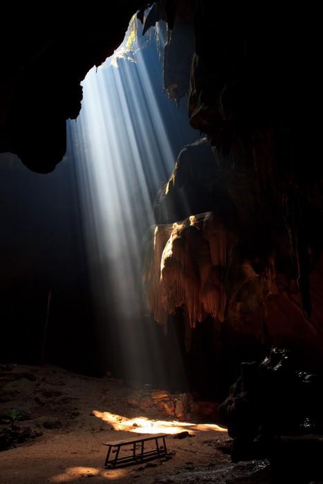 Vinylová fototapeta Sunbeam do jeskyně v národním parku v Thajsku - Vinylová fototapeta