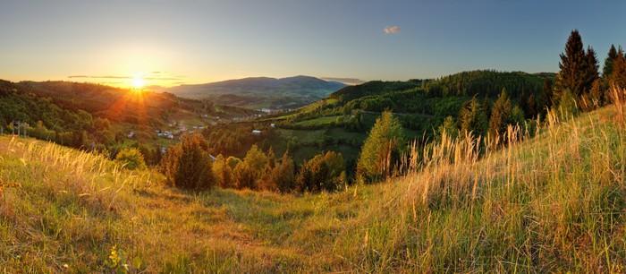 Vinylová Tapeta Jarní horské panorama na Slovensku se sluncem - Hory
