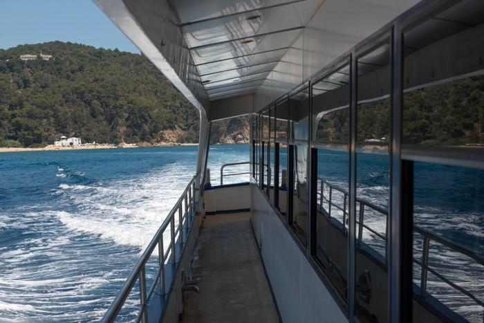 Vinylová Tapeta Paluba trimaran, který se děje v blízkosti pobřeží Costa Brava. - Evropa