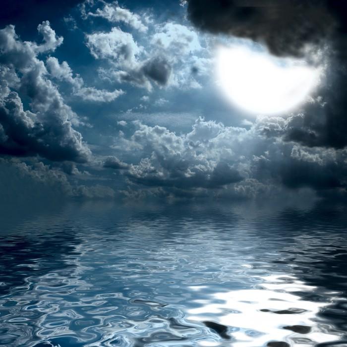 Vinylová Tapeta Sluneční světlo nad uprostřed oceánu - Voda