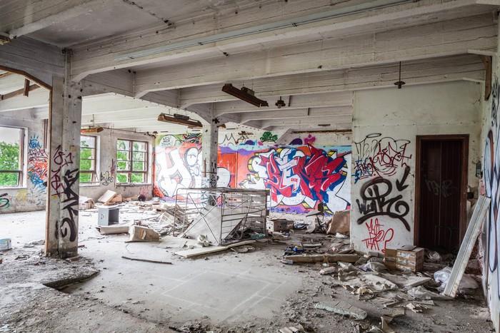 papier peint messy salle de l 39 usine abandonn e pixers nous vivons pour changer. Black Bedroom Furniture Sets. Home Design Ideas