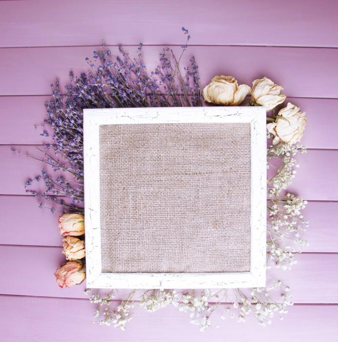 Vinilo para Mesa y Escritorio Marco de madera con flores secas en el ...