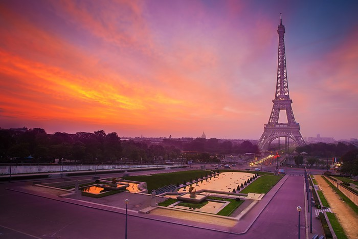 Vinylová Tapeta Východ slunce v Paříži, s Eiffelovou věží - Evropská města