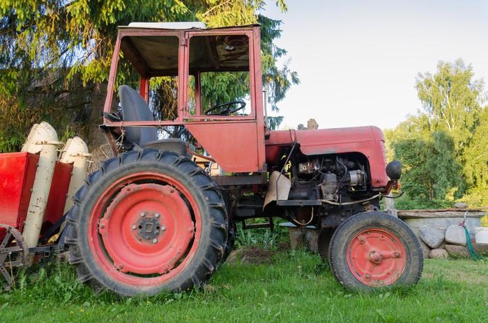 sticker fermer de tracteur agricole avec la roue rouge dans le jardin pixers nous vivons. Black Bedroom Furniture Sets. Home Design Ideas