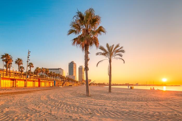 Vinylová Tapeta Barceloneta Beach v Barceloně při východu slunce - Nebe